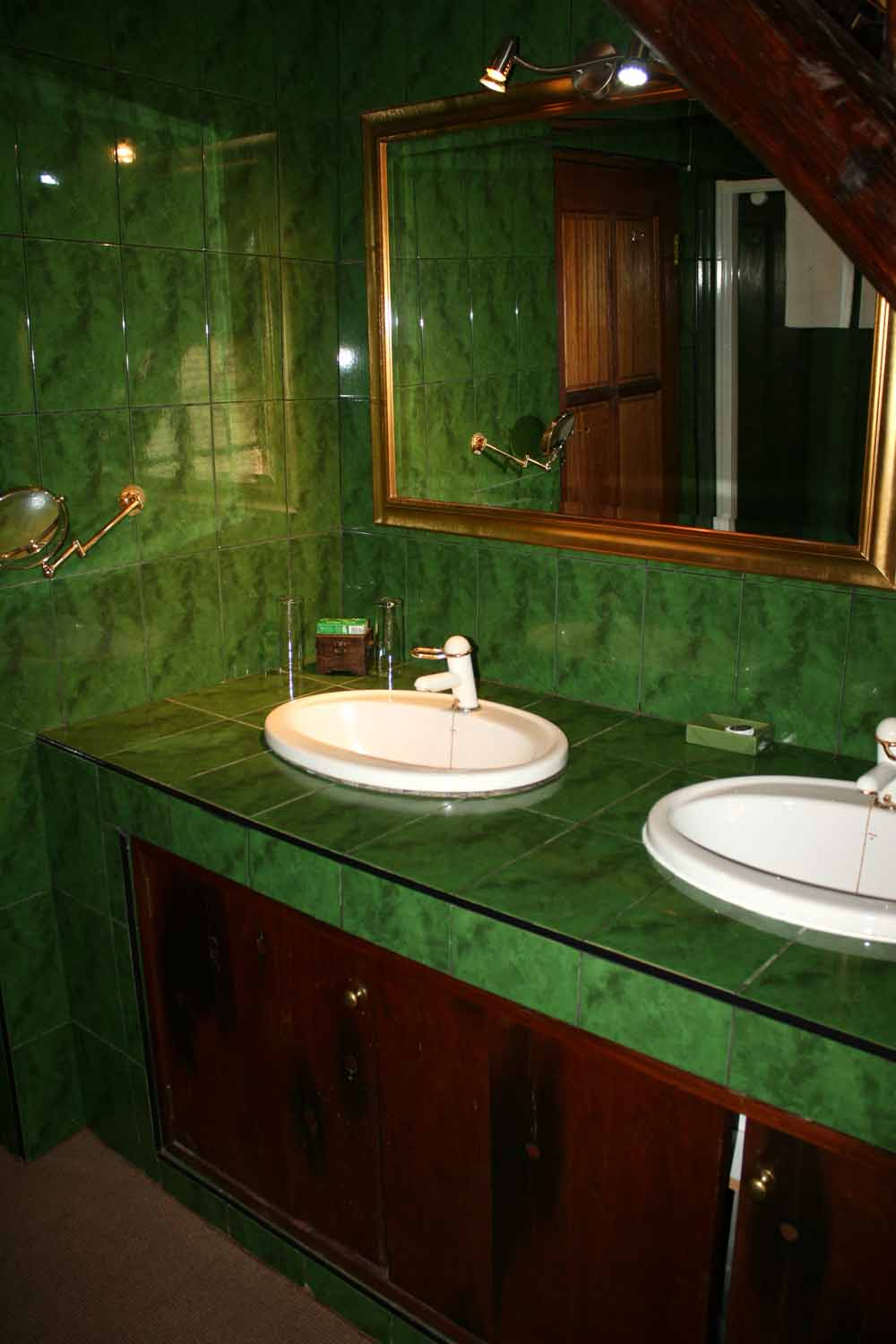 Suite2bathroom1LR