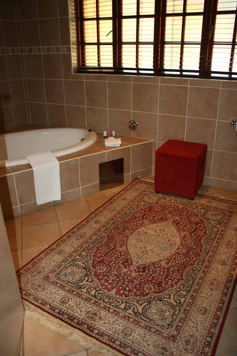 Suite4bathroom1LR